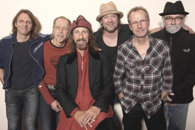 Pressefoto Hamburg Blues Band mit Arthur Brown (Foto: Andreas Weihs / Handmade Concerts)
